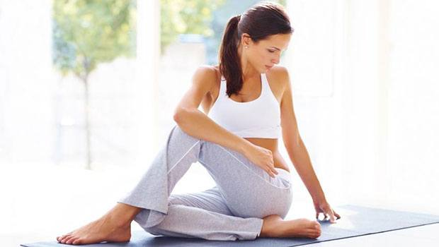 сидячий поворот позвоночника йога